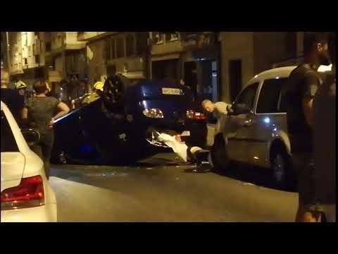 Una fuerte colisión en Lugo acaba con un coche volcado