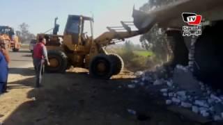 محافظ الإسماعيلية يقود حملة إزالة تعديات على الأراضي الزراعية
