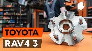 Halter, Stabilisatorlagerung beim TOYOTA RAV 4 III (ACA3_, ACE_, ALA3_, GSA3_, ZSA3_) montieren: kostenlose Video