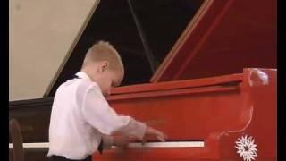 Д.Кабалевский - Клоуны. Исп. Георгий Дороднов (7 лет)