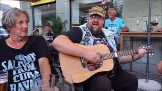 """Josef K. Uhl in der Cafe-Bar """"Die Schneiderei"""""""