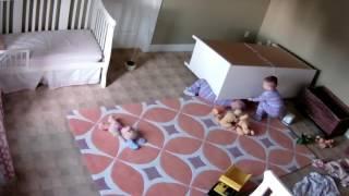 На ребёнка упал шкаф, брат спас(, 2017-01-04T02:16:09.000Z)