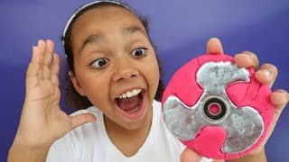 DIY Gallium Fidget Spinner! (Play Doh Molds) Kids Toy Review | Toys AndMe
