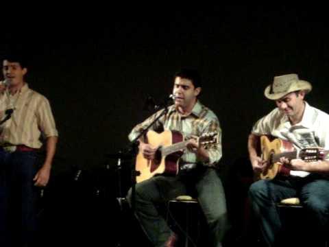 Piu Viola e Leandro Moraes cantando com wagner e M...