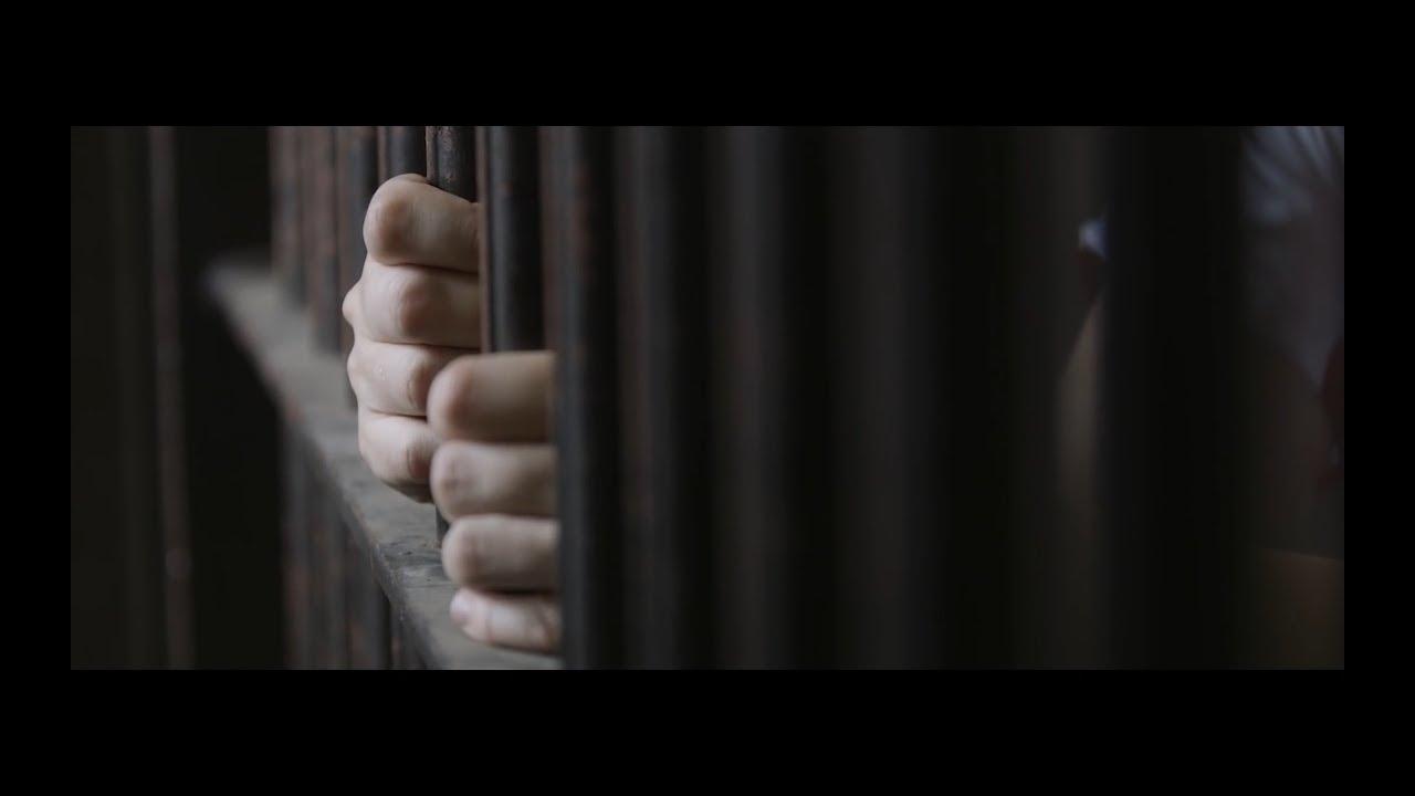 Betty idzie do więzienia [lektor]
