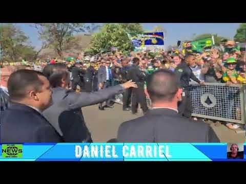 Bolsonaro  aclamado no Alvorada, na manhã desta segunda-feira, véspera do Dia 7 de Setembro.