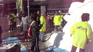 岡山駅前東口広場で辰の雪像滑り台&雪遊びイベント♪