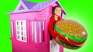 McDonalds Pretend Play House! Kid Selling Giant Hamburger Toy Food