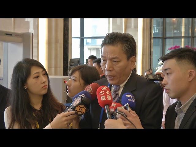 Ông Tống Sở Du đáp xuống sân bay quốc tế Đà Nẵng, ông Vũ Tiến Lộc đến sân bay tiếp đón