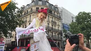 Un Macron en papier comme symbole principal de la manif du 26 mai