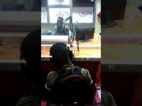 Full video mwanamuziki ZASTA akiachia hit yake kwenye radio Kubwa chini TANZANIA za MAGIC FM