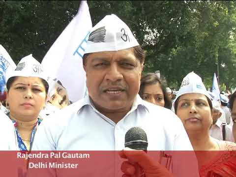 AAP Protest against Metro hike outside Urban Development Ministry