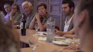 Sven Gatz praat met jonge schrijvers