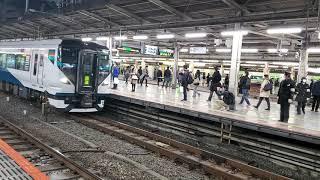 E257系2000番台のNA-04編成による回送列車の発車シーンin池袋駅