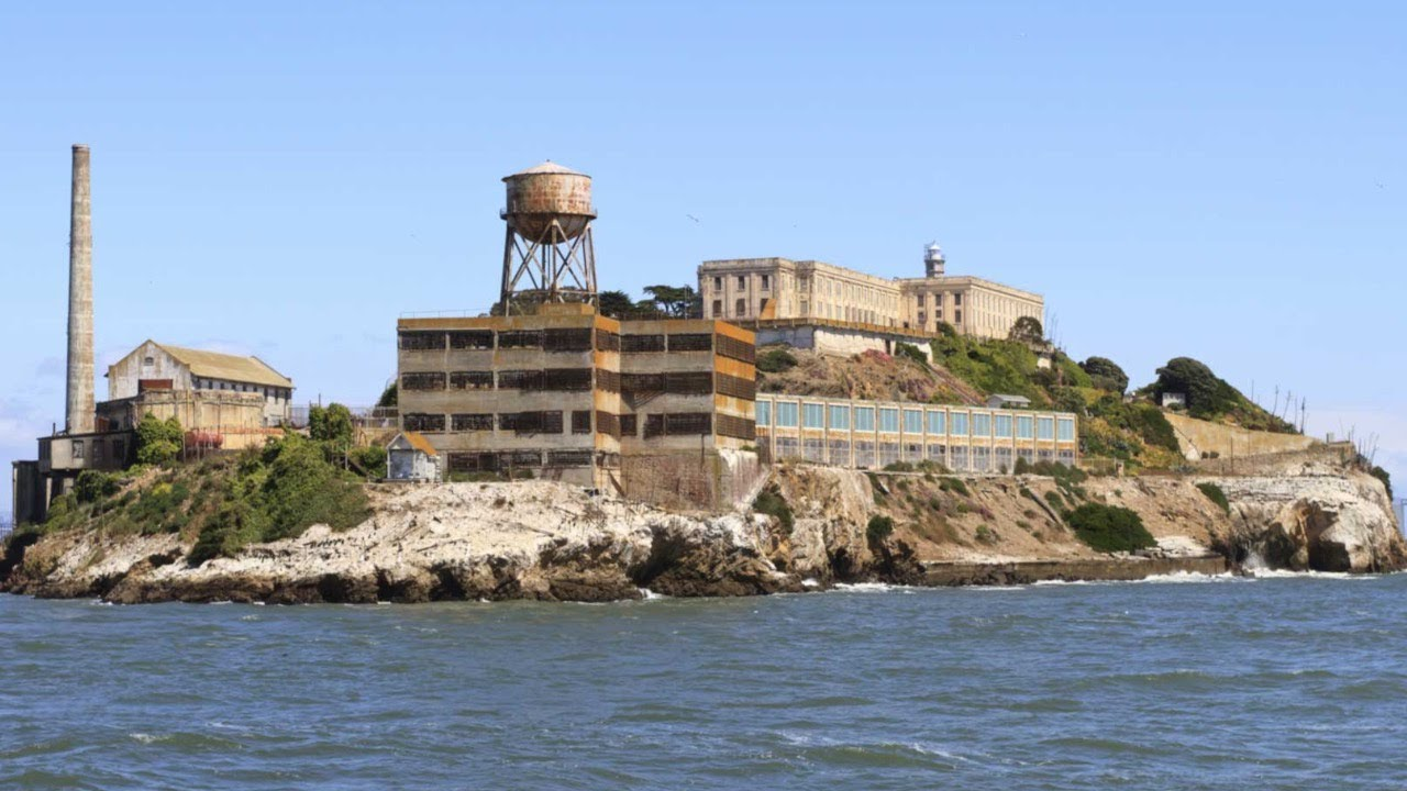 Alcatraz (gambar dari: https://www.youtube.com/watch?v=S_rE23dBskY)