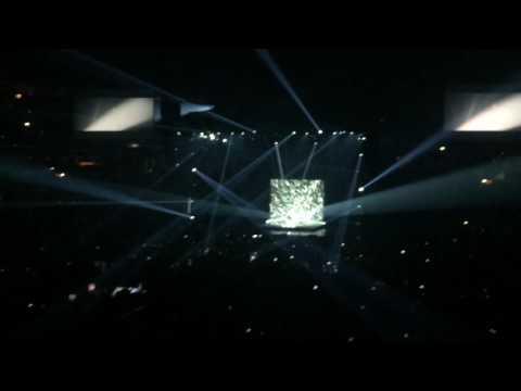 Sia : DIAMONDS  nostalgic for the present world tour . Verizon center Washington D.C.