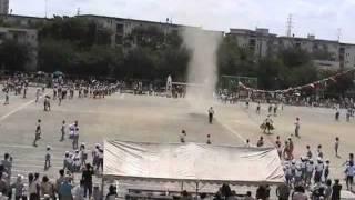 【発生前から】小学校の運動会で巨大つむじ風 Huge whirlwind at elementary school thumbnail