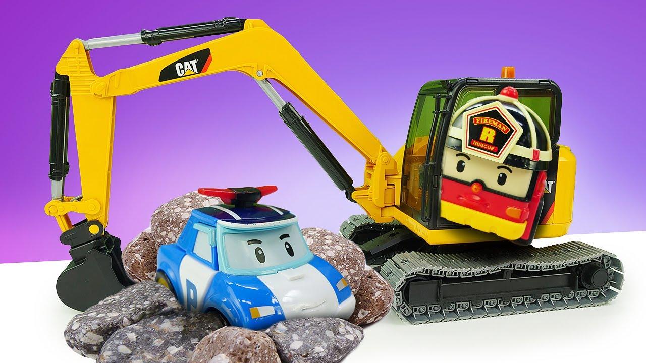 A corrida de Robocars Poli foi um desastre! História infantil com brinquedos e carrinhos