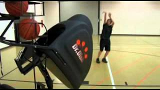 SPORTINNOVA.NL: Dr. Dish Basketball Machine - Storage to Court.