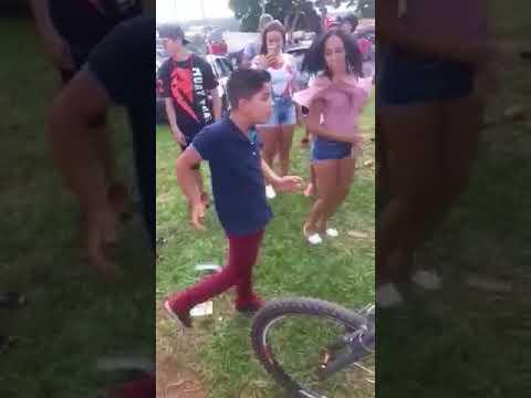 Menino De 10 anos Dançando Funk!