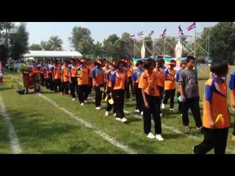 การเดินสวนสนาม พิธีเปิดกีฬาสีภายใน โรงเรียนนารายณ์คำผงวิทยา ปี 2557