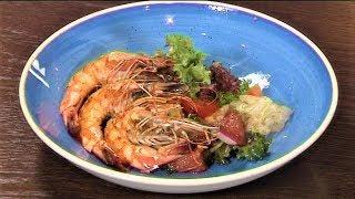 Югорчанам предложили оригинальный рецепт салата с креветками