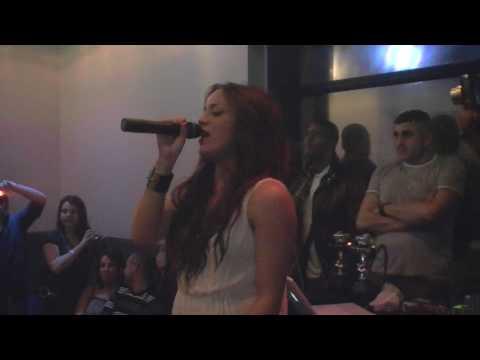 Youtube: Léa Castel – »Pressée de vivre» (Live @ Diamond, Avignon le 04/04/10)
