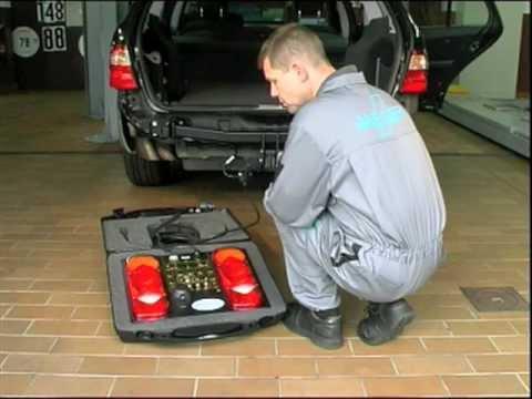 Tutorial Einbau, Montage Elektrosatz für Anhängerkupplungen. - YouTube