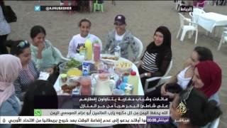 عائلات وشباب مغاربة يتناولون إفطارهم على شاطئ البحر هربا من حر المنازل