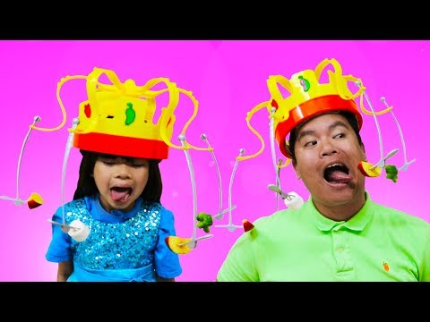 Emma Pretend Play CHOW CROWN Toy W Real Food