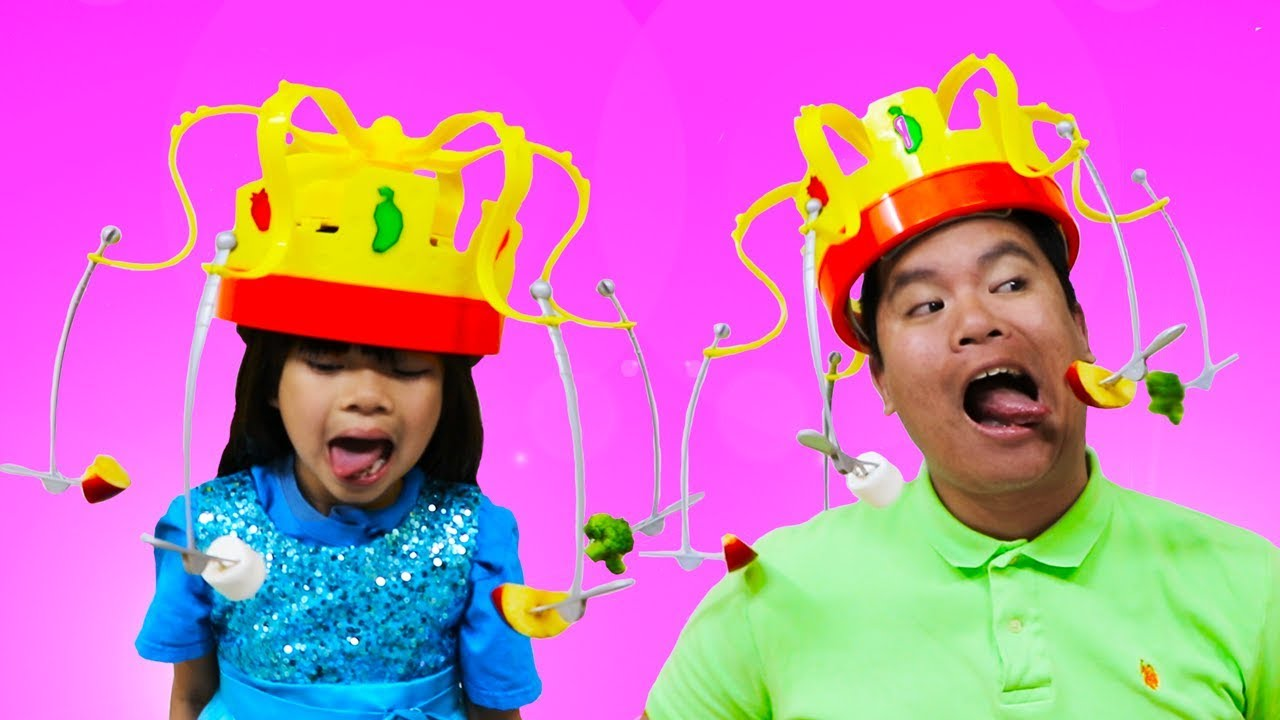 Emma Pretend Play Chow Crown Toy W Real Food Youtube