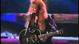 The Judds - Give A Little Love (farewell concert)