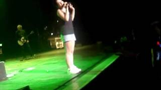 Lily Allen - Chinese  LIVE in @ São Paulo 16/09 Video