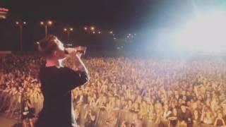 Артем Пивоваров Live ! 25 тысяч человек в унисон поют Зависимы