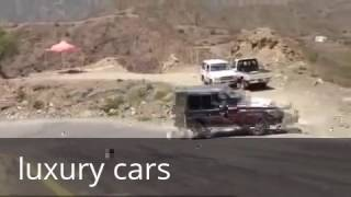 سيارة جيب رباعي يتفادى الانقلاب بشكل خطيييييييييير