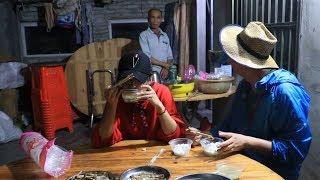 赶海归来,海南当地土著人民热情相迎,吃到当地熏肉鱼干