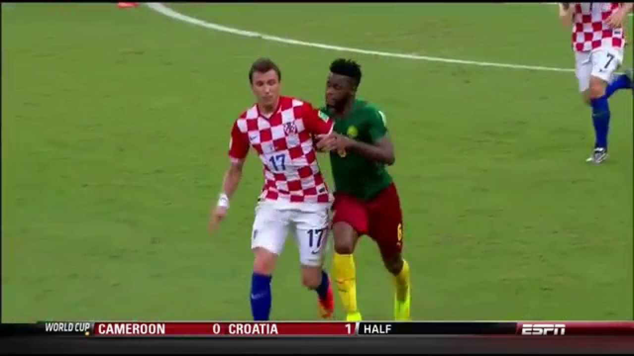 5b3ef88e7dd Alex Song punches Mario Mandzukic (red card) Cameroon vs Croatia (0-4) - World  Cup 2014 - YouTube