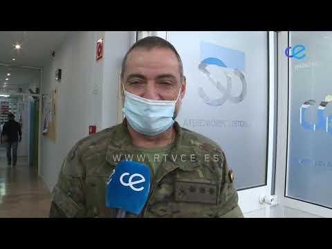 RTVCE entrega una placa de agradecimiento a la Legión por su colaboración en el documental sobre el centenario