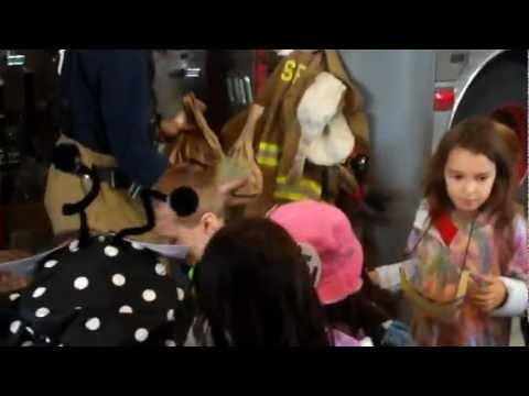 Saratoga Independent School students give away Halloween treats