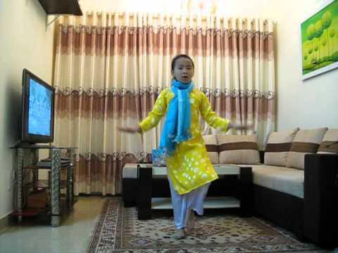 Múa Trống cơm - bé Minh Thy