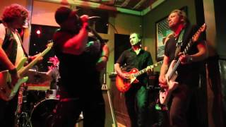 Adrian Smith  jams Johnny B Good with Dave Keckhut of the band Made n America