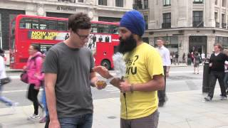 Australian learns more about Sikhism - London Street Parchar