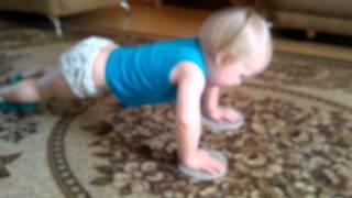 видео Ребенок в 5 месяцев когда заниматься собой