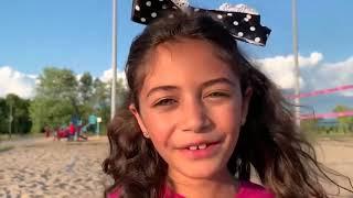 Heidi e Zidane brincam na praia e encontraram um tesouro