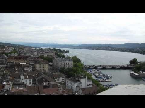 Vistas desde Grossmünster, la catedral de Zurich, Suiza