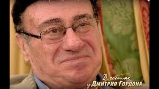 Соткилава: Исполняя свою партию в дуэте с Образцовой, стал подавать знаки Озерову, сообщая ему счет