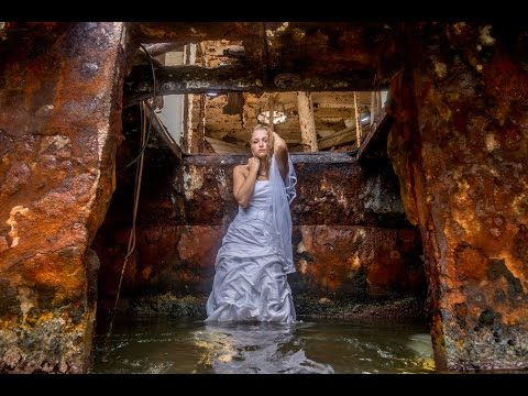 SHIPWRECKED!  Bridal shoot in an abandoned shipwreck in Aruba in the Caribbean with Jason Lanier