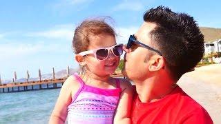 Yaz geldi! Nail Baba ve Selin denizde eğleniyorlar! Çocuklar ve anne babalar videoları