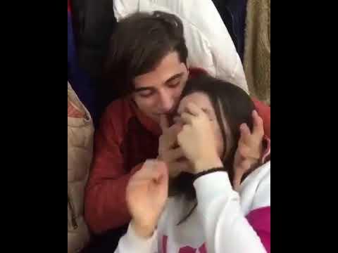 Liseli sevgililer aşk yaşıyor 😂😂😂 thumbnail