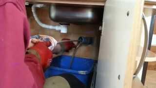 Krtkovanie - Čistenie odpadu tenkej kanalizácie v kuchyni